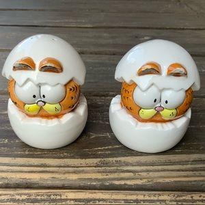 Rare Enesco Garfield hatching egg salt and pepper